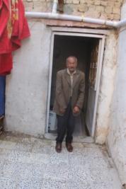 بغداد – مركز مدينة الصدر : رجل معاق ومريض يناشد اهل الخير لمساعدته